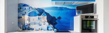 храм на скалистом берегу голубого моря на стеновой панели