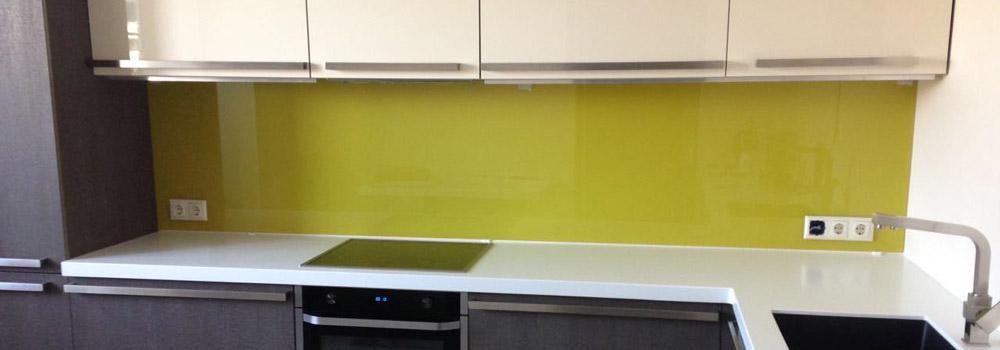 болотно-зеленый цвет скинали на кухне